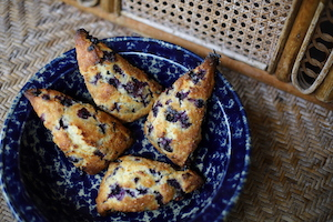 home made blue berry scones Depth of Field Guesthouse Dali 大理茶马古道恬园摄影师民宿