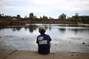 boy in Andy Warhol shirt sitting in front of Angkor Wat sunset Cambodia Sullivan Rockwell traveling photo 柬埔寨吴哥窟