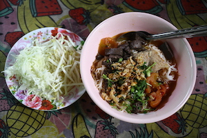 Northern Thai food Khao soi Khanom Jeen Nam Ngiao
