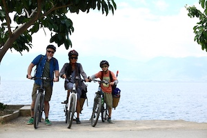 life in Dali - cycling around the lake
