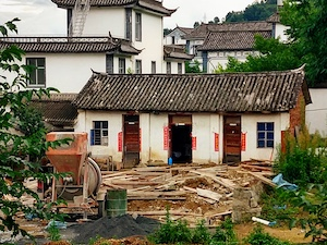 tearing down old house, village construction 云南大理
