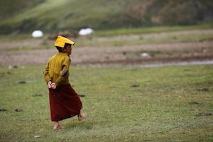 children on grassland 理塘 litang