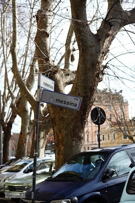 Via messina street sign, Rome Italy 意大利罗马街头牌子