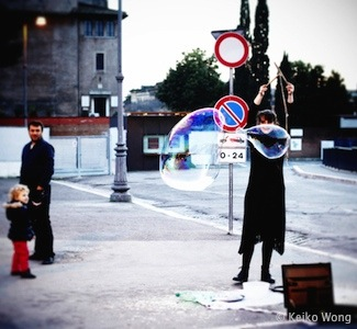 bubble performer on street of Rome 罗马街头泡泡表演