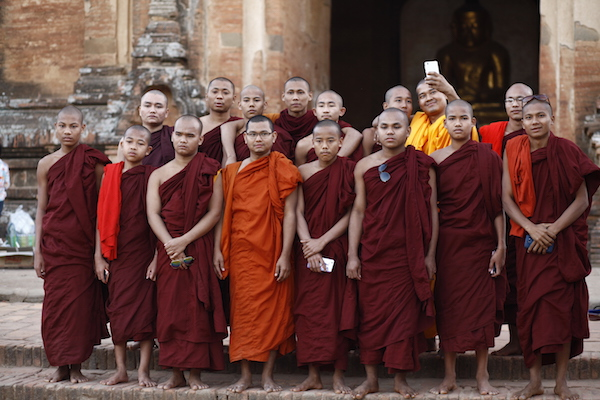 monks taking group photos by the temple of Bagan, Myanmar, portraits of Burma 缅甸